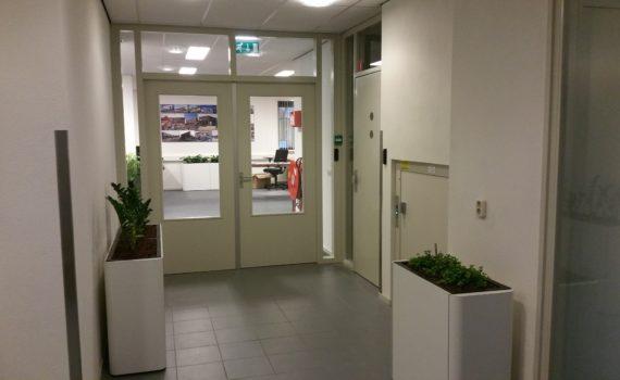 Dubbele deur naar het kantoor van SAS bv